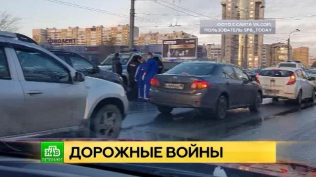 Водители устроили дорожную потасовку со стрельбой на юго-западе Петербурга