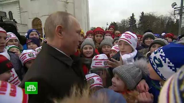 Владимир Путин пообщался с детьми на кремлевской елке