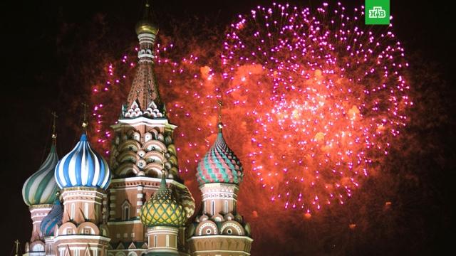 Праздничный салют в новогоднюю ночь запустят с 38 точек по всей Москве