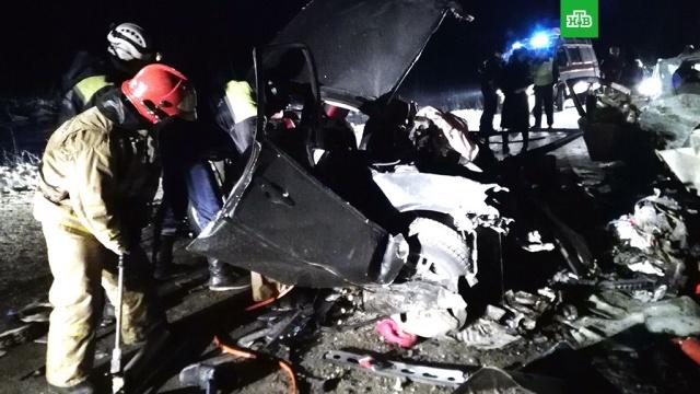 В ХМАО восстановили движение по трассе, где в ДТП погибли 10 человек