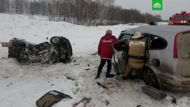 В столкновении иномарок на сибирской трассе погибли 6 человек