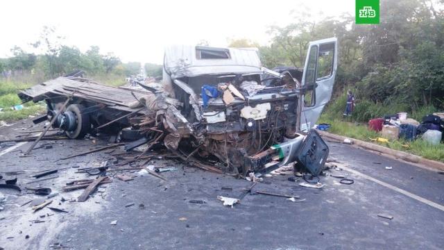 Не менее 13 человек погибли в крупном ДТП в Бразилии