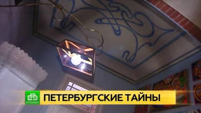 Петербургский искусствовед обнаружила в своей квартире росписи эпохи модерна