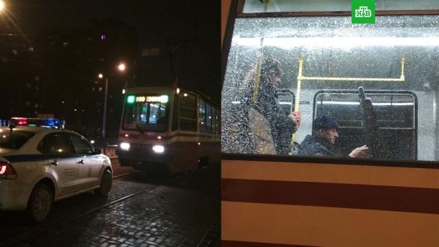 севере петербурга подростки обстреляли трамвай
