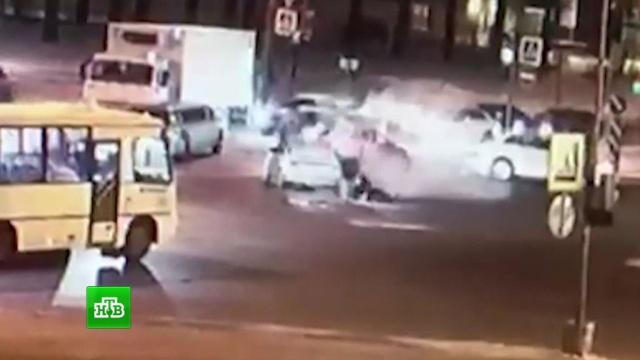 Перестрелка полицейских и грабителей в Петербурге попала на видео