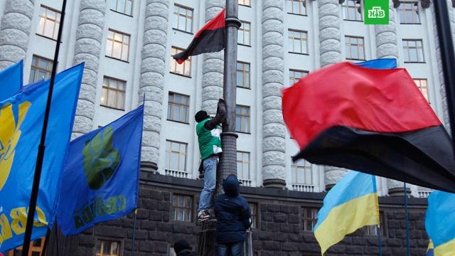 В Киеве предложили 13 раз в году поднимать флаг националистов
