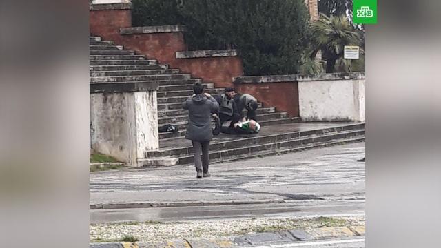 Итальянская полиция задержала стрелявшего по прохожим мужчину