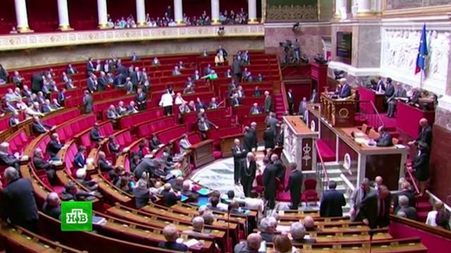 Партия Макрона провалила довыборы в парламент