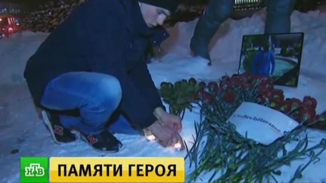 В Москве и Севастополе почтили память героически погибшего в Сирии летчика