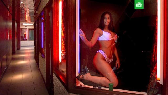 Власти Амстердама запретили туристам смотреть на проституток