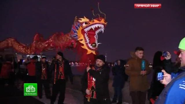 Центр Петербурга покраснел в канун китайского Нового года