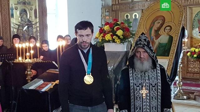 Хоккеист Дацюк подарил олимпийское золото монастырю