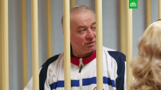 Бывший британский шпион в России Скрипаль попал в реанимацию с отравлением