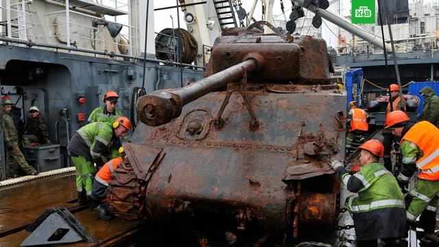 Военные в Луге получили американский танк Sherman времен ВОВ