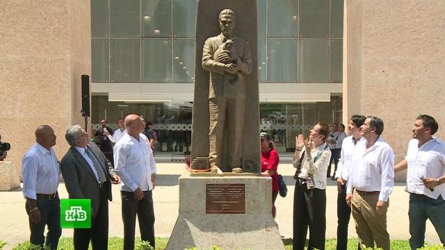 В Мексике появился памятник открывшему язык майя ученому Юрию Кнорозову