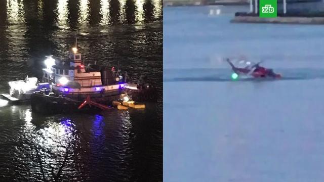 В Нью-Йорке вертолет рухнул в пролив Ист-Ривер: видео