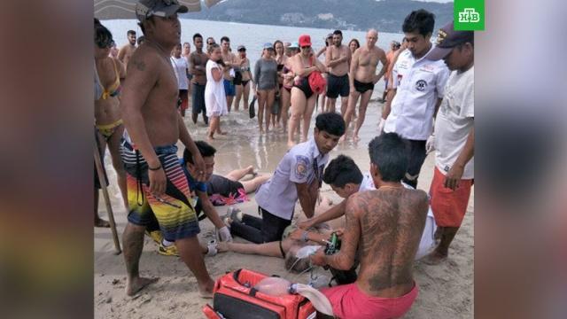 В Таиланде спасатели вытащили из воды тонувшую пожилую россиянку
