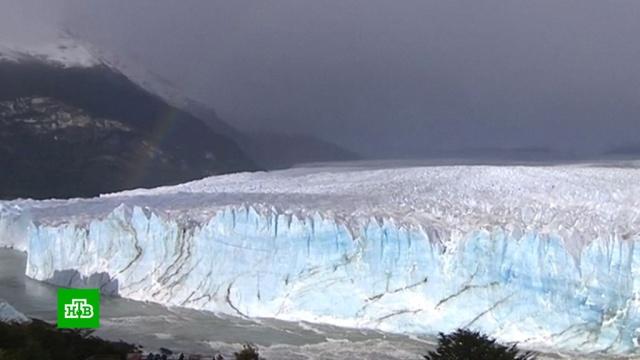 Ледник Перито-Морено снова обрушился в Аргентине: видео