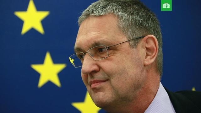 СМИ: ЕС временно отзовет из России посла для консультаций