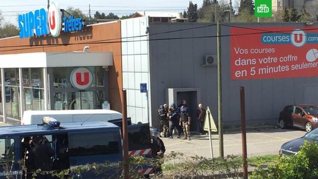 Террорист захватил заложников в супермаркете во Франции