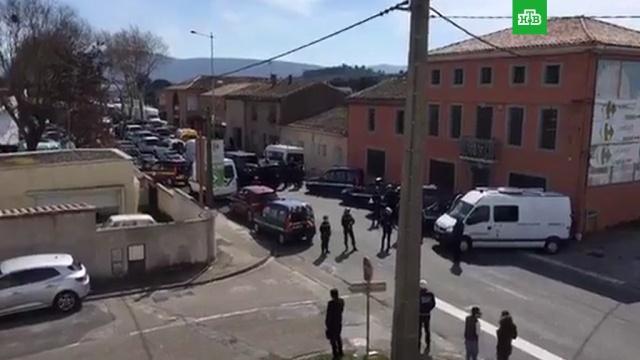 Захватчик заложников во Франции убит