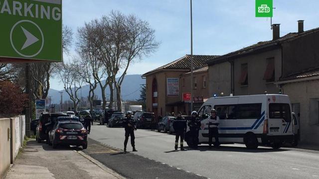 """Захватчик заложников во французском супермаркете заявил, что """"мстит за Сирию"""""""