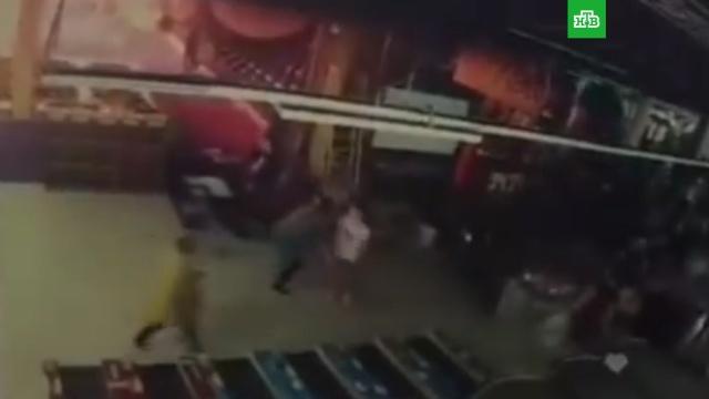 Потерявший семью кемеровчанин опубликовал вырезанные кадры начала пожара в ТЦ