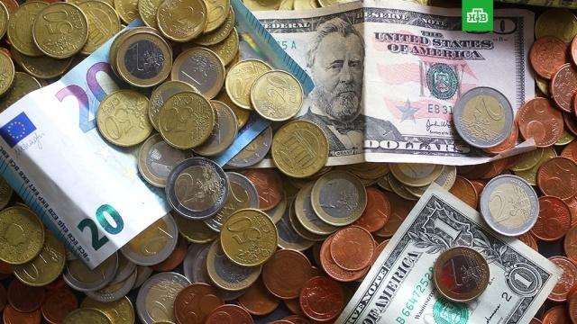Евро и доллар прибавили больше рубля
