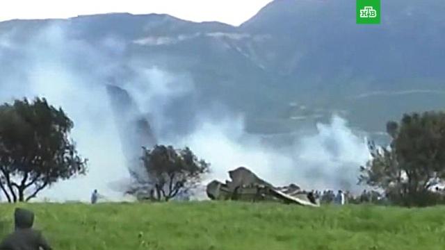 Появилось видео с места крушения военного самолета в Алжире