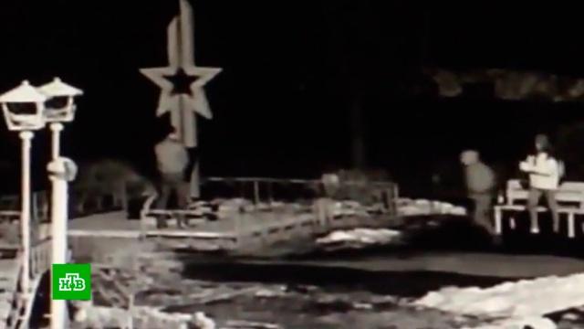 Трое молодых жителей Омска осквернили памятник участникам войны: видео