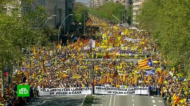 барселоне 315 выступили защиту арестованных каталонских политиков