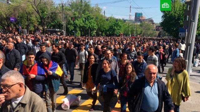 ереване полиция вступила бой митингующими оппозиционерами