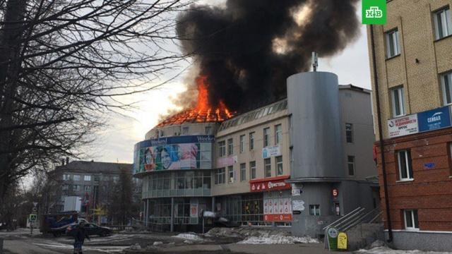 В Архангельске загорелся торговый центр Фокус