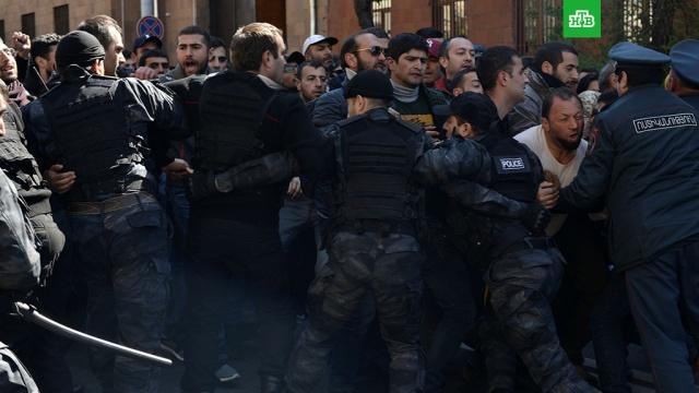 Полиция начала зачистку центра Еревана от протестующих