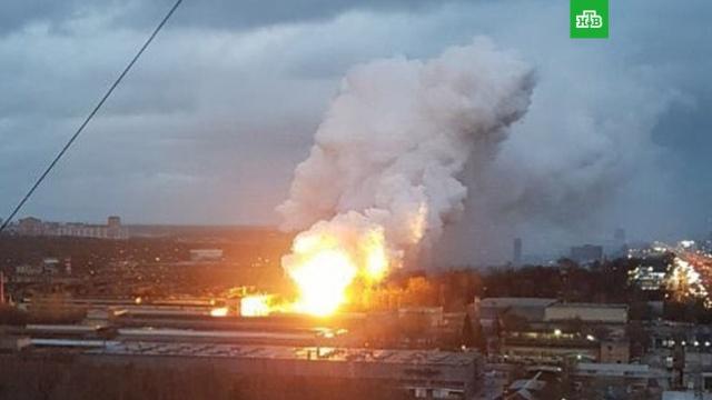 В Балашихе вспыхнул пожар на заводе: видео