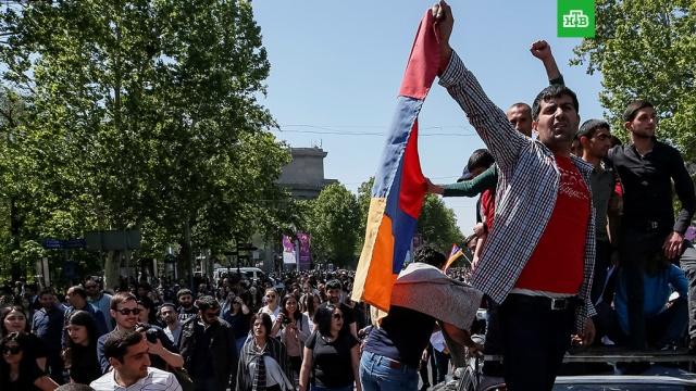 Тысячи протестующих вновь вышли на улицы Еревана