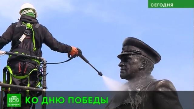 В петербургском парке Победы отмыли памятник Жукову