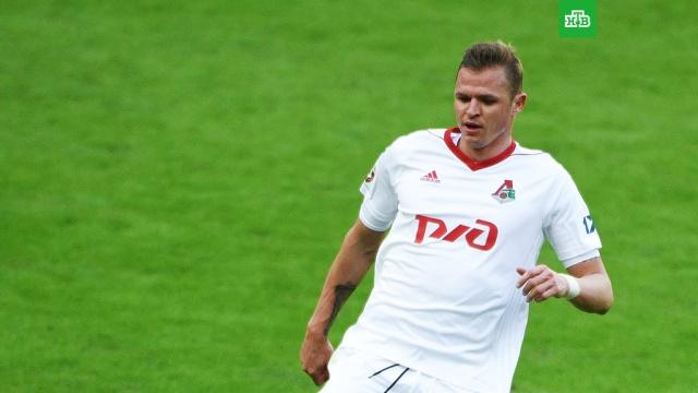 Футболист Локомотива ударил болельщика из-за фото посиделок с кальяном