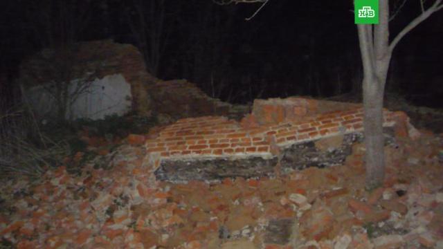 Мальчик погиб под рухнувшей стеной дома в Тульской области