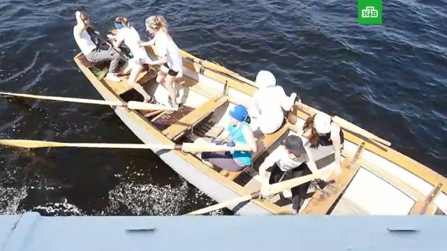 Лодка с детьми едва не разбилась о теплоход на Воронежском водохранилище: видео