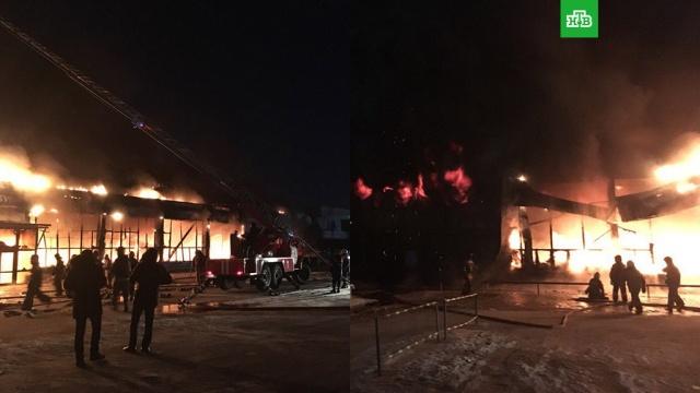 МЧС: пожар в торговом центре в Ноябрьске ликвидирован
