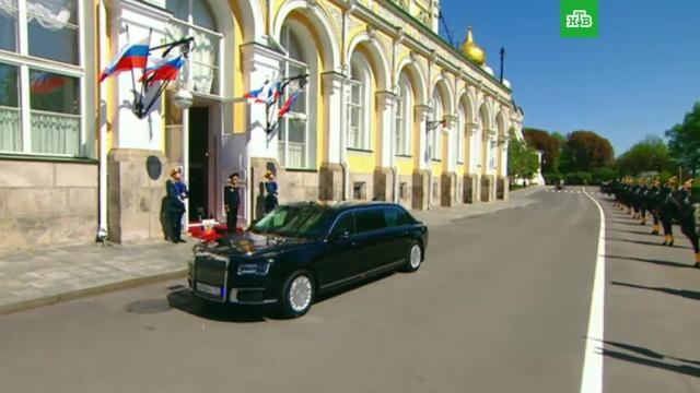 Путин прибыл на инаугурацию на новом российском лимузине: видео