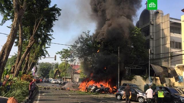 Серию взрывов в церквях Индонезии устроили дети-смертники