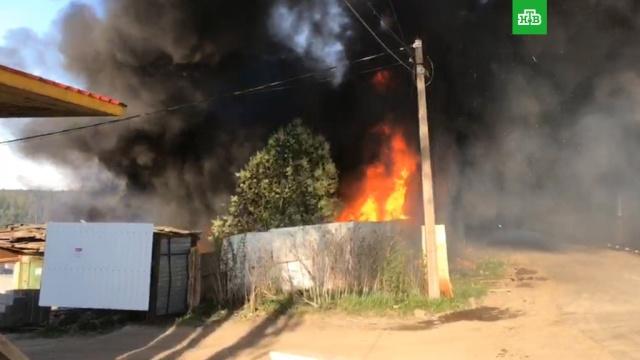 В Петербурге вспыхнула автозаправка: видео