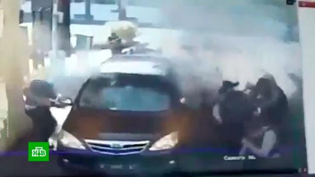Новый теракт в Индонезии попал на видео