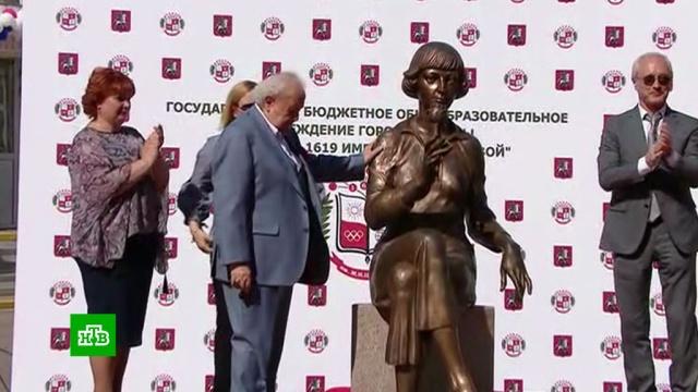 Памятник Марине Цветаевой открыли в московской школе