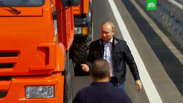 Песков: у Путина есть права на управление грузовиком