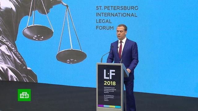 Медведев подтвердил планы создания в России офшорных зон