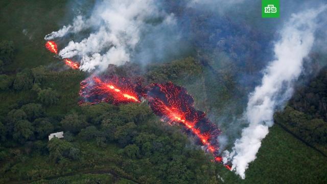 На Гавайях из-за извержения вулкана объявлен красный уровень тревоги
