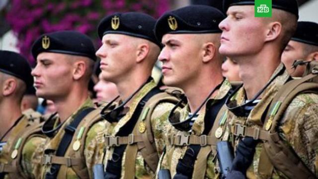 Несколько украинских морпехов отказались менять береты на церемонии с Порошенко
